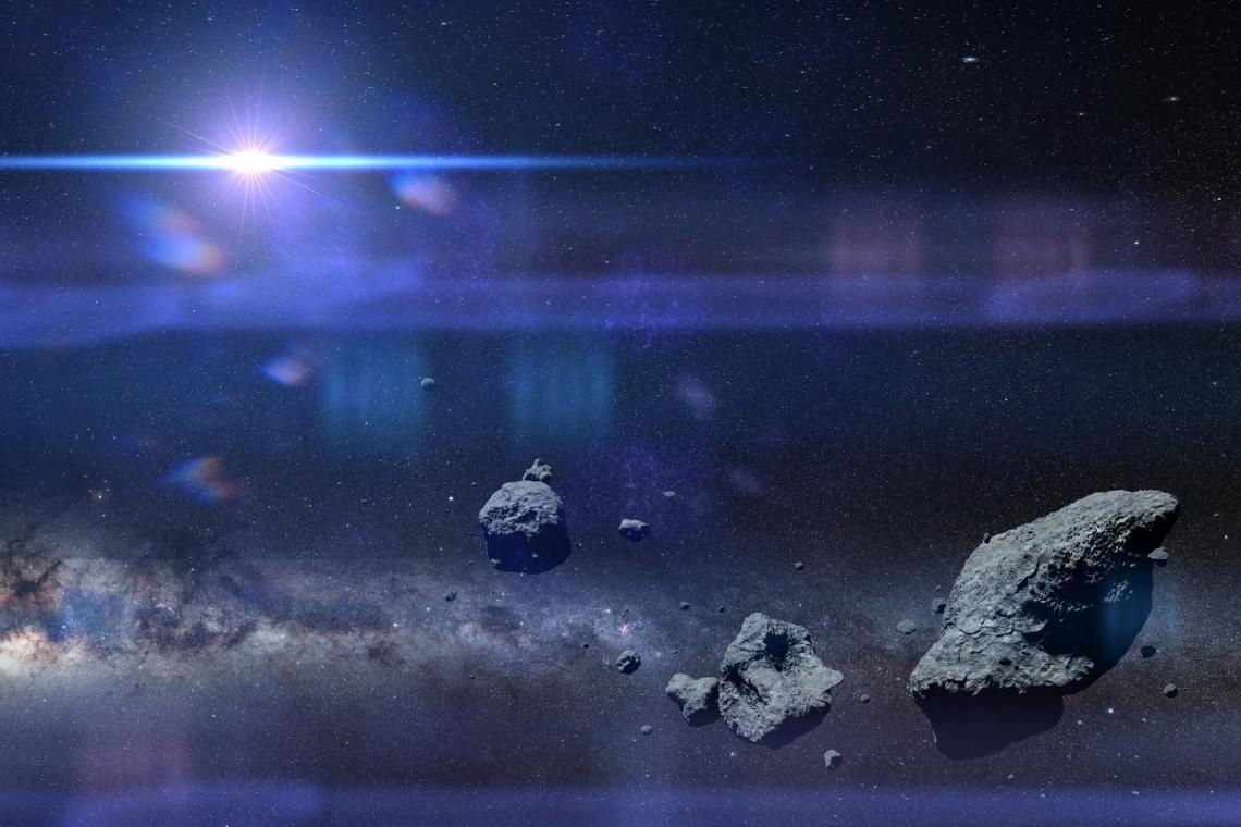 Група астероиди на фона на Млечния път и Слънцето. 3D космическа илюстрация, елементи от която са предостаени от НАСА.