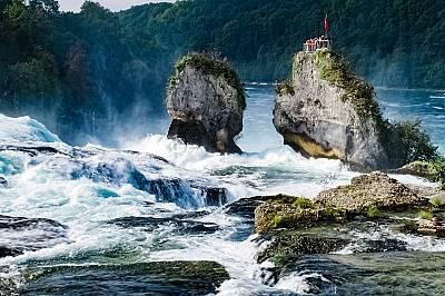 2. РИН, ШВЕЙЦАРИЯ  В северна Швейцария, на един час от Цюрих и близо до град Шафхаузен, се намират най-големите водопади в Евр