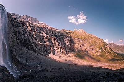 3. ВОДОПАД ГАВАРНИ, ФРАНЦИЯ   От френската страна на дългата Пиренейска планинска верига, Сирк де Гаварни е един от най-ва