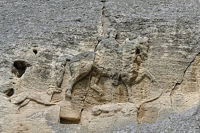 Мадарският конникМадарският конник представлява скален релеф, изсечен през VІІІ в. сл. Хр. върху отвесна скала на 23 m височина. Размерите на изображе...