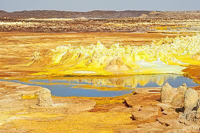 Вулканът Далол в ЕтиопияВулканът е разположен на височина от 48 метра под морското равнище и е най-ниският вулкан на Земята. Освен това, Далол държи р...