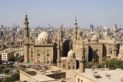 17. място: Кайро, ЕгипетНаселението на тази урбанизирана територия е 15 милиона 910хиляди души, а площта - 1761 квадратни километр...