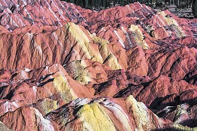 Планината Данксия, КитайЦветната планина Данксия е изключителен геоложки феномен, който се е образувал от ерозирал червеникав пясъчник и други сухи се...