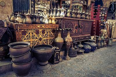 Сук Уакиф е пазарът където може да купите всичко от сокол до злато.