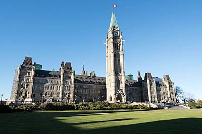 Кулата Peace Tower, Отава - 92 метраДълго време кулата Peace Tower, която е част от централното крило на канадския парламент, е била най-високата сгра...