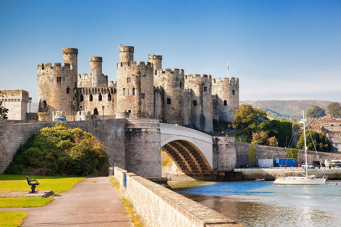 Замъкът КонуиЗамъкът Конуи (на английски: Conwy Castle, на уелски: Castell Conwy) е средновековно укрепление на северния бряг на Уелс, изградено между...