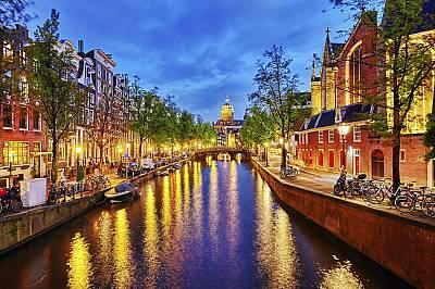 8 място: Амстердам8. Амстердам, Холандия - градът е известен като спокоен и приятелски , но това не означава, че сте в безопасност.