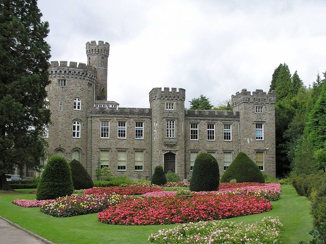Замъкът СифартаЗамъкът Сифарта (на уелски: Castell Cyfarthfaр на английски: Cyfarthfa Castle) е имение на фамилията Кроушоу – собственици на фабрика з...