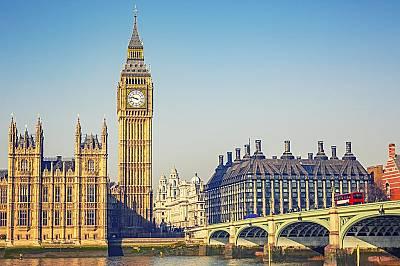 Big Ben, Лондон - 96 метраЧасовниковата кула-камбанария на двореца Уестминстър е построена през 1858 година, а часовниковият механизъм е пуснат в експ...