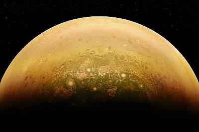 Осветена от Слънцето част от ЮпитерУченият Алекс Май обработва този кадър на осветената от Слънцето част от Юпитер.