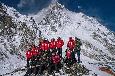 Полският екип и членове на пакистанската експедиция