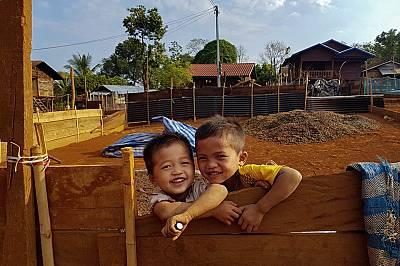 Лаос: Един ден в живота на Капитан Хук