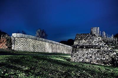 БибрактеСтолицата на едуите в Бургундия била един от около 150-те укрепени опидуми на келтите, сред които били още Манхинг край Инголщат в Бавария. Ту...