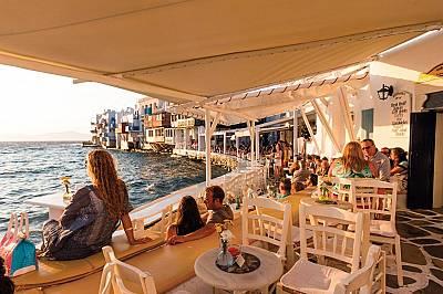 Миконос, ГърцияНа Миконос ще намерите много места за вечеря на открито и възможности да се наслаждавате на залеза в квартала Малката Венеция. &nb...