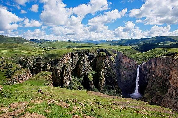 ЛесотоМного пътешественици посещават Южна Африка заради виното и плажовете. Малцина обаче се отправят към Лесото – страна, разположена в сър...