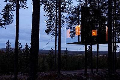 Treehotel, Харадс, Швеция В този хотел, намиращ се едва на 48 километра от полярния кръг, всяка от седемте стаи е проектирана от различен шведски архи...