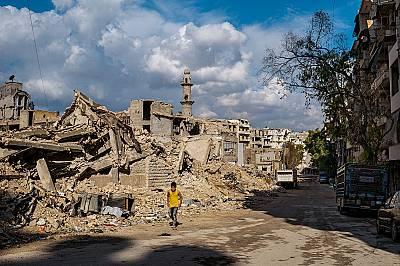 Живот сред развалините