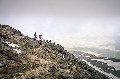 Връх Дамаванд, ИранНа около 65 километра северно от Техеран се извисява връх Дамаванд (5 671 метра). Той е част от планината Алборз, угаснал вулкан на...