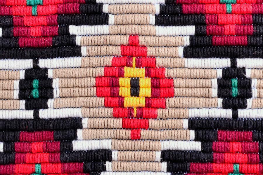 Традиционна българска бродерия. Изобразява мотивът коло.