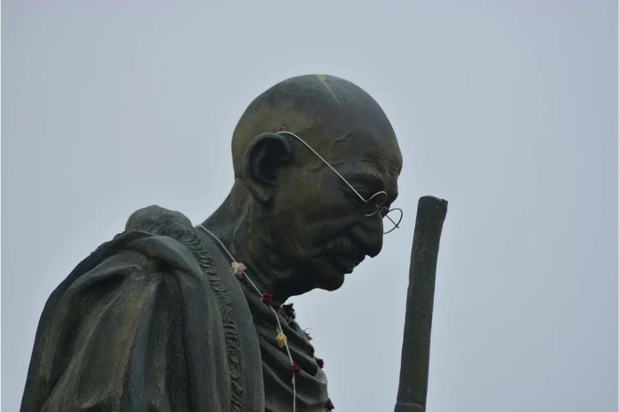 Статуя на Ганди.
