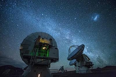 Обсерваторията ALMAThe Atacama Large Millimeter Array, разположен в пустинята Атакама, е международно астрономическо съоръжение, което използва антени...