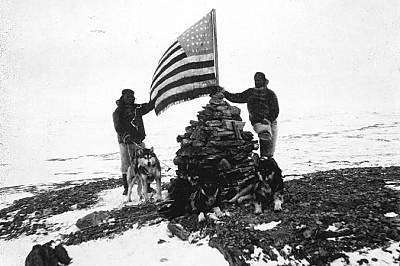 Хенсън и инуитът Ангмалокто издигат американското знаме на Кейп Морис през май 1900 г.