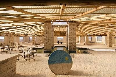 Palacio de Sal, БоливияВероятно сте чували за хотели от лед, но боливийският Palacio de Sal доразвива идеята, като използва материала от близките солн...