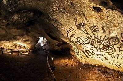 Магурата: силуети под земята
