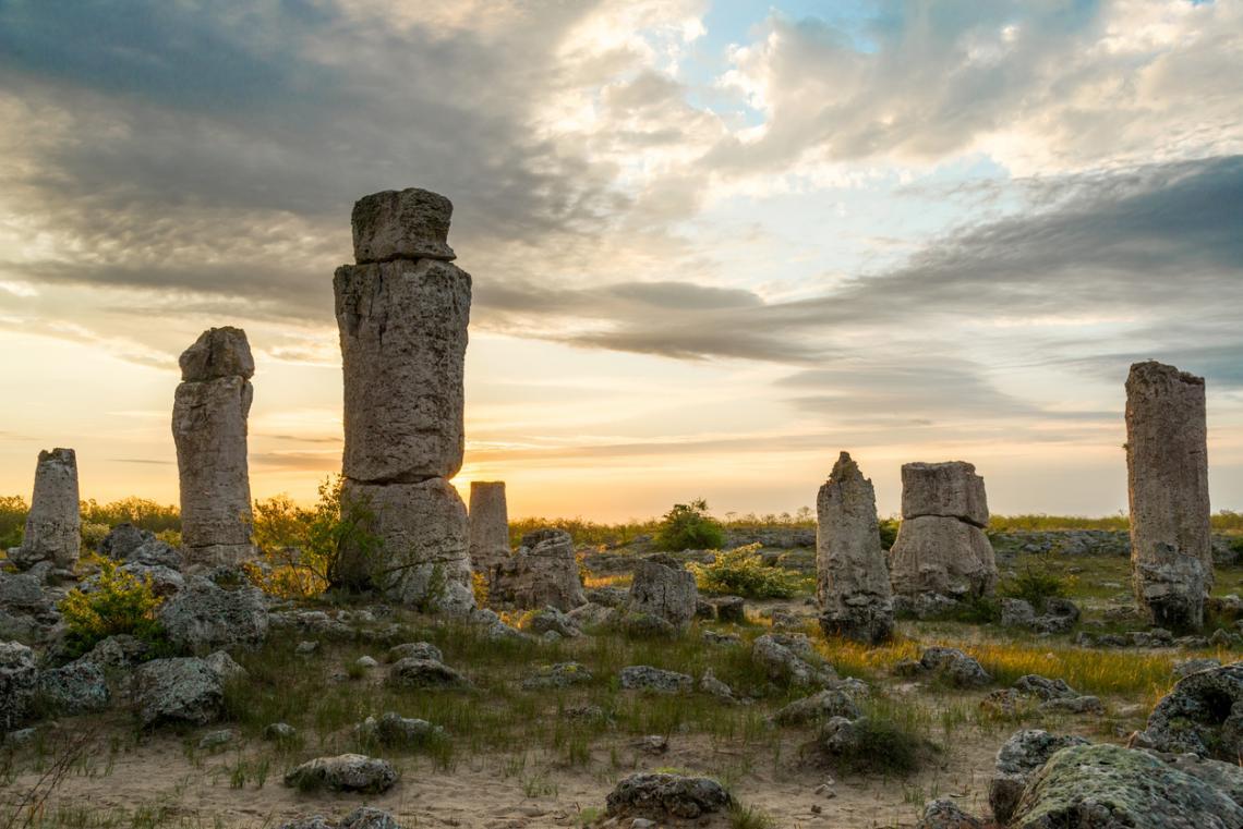 """Побитите камъниПриродният феномен """"Побитите камъни"""" е наричан още Каменната гора и Дикилиташ. Намира се на около 20 км от град Варна. Той представ..."""