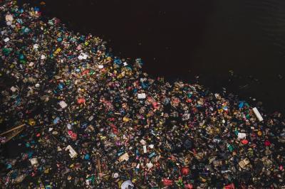 Пластмасата стига до океаните чрез над 1000 реки