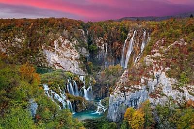 """Национален парк """"Плитвички езера""""На това място, фигуриращо в списъка на ЮНЕСКО за природно и културно наследство, ще попаднете на красиви езера, пещер..."""