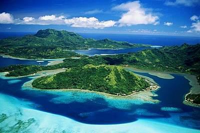 ТапутапуатеаТапутапуатеа представлява съчетание от гориста долина, лагуна и коралов риф на тучния вулканичен остров Раиатеа разположен в центъра на По...