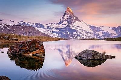 """Езерото Стелизе в Швейцария """"Езерото Стелизе в Швейцария е едно от най-красивите места откъдето може да се съзерцава Матерхорн. Стигнахме та..."""