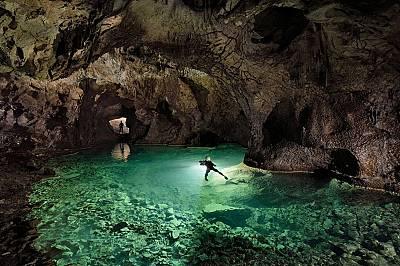 Постойна ямаНай-често посещаваната пещера в Словения е Постойна яма, но Шон и екипът му получават разрешение да стиганат до иначе забранени за масовит...