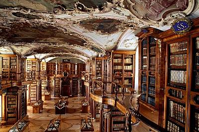"""Библиотеката в бароковия манастир """"Св. Гал"""" в ШвейцарияШвейцария  Ръкописи от IX век и първият архитектурен план върху пергамент са само н..."""