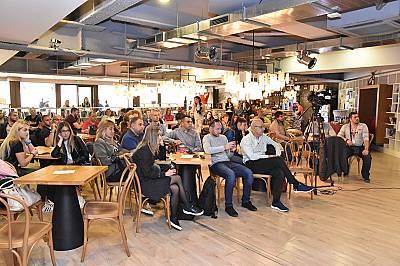 """Дарителската кампания #steniskanabala за шеста поредна година пише """"отличен"""" на абитуриентите за тяхната съпричастност"""