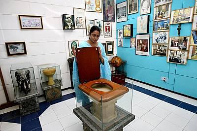 Международен музей на тоалетната (Ню Делхи, Индия)Разположен в шумната столица на Индия, Музеят на толаетната представя историята на хигиената и канал...