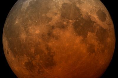 Кървава Супер Луна днес
