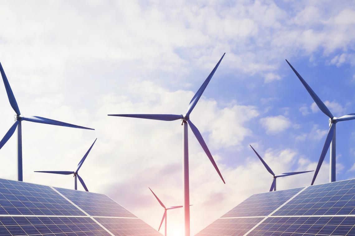 Вятърни турбини за производство на електроенергия.