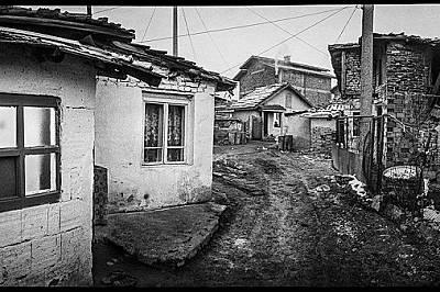 """Ромка в София, в квартал """"Факултета"""", където няма съвременна канализация и водоснабдяване."""
