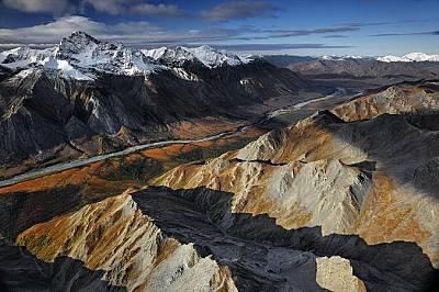 """Река Тинайгък, АляскаРека Тинайгък се намира в националния парк """"Порти на Арктика"""" и е дълга 321 км. Рай е за елените карибу и хищ..."""